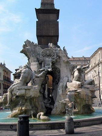 ローマ_ナヴォーナ広場の噴水