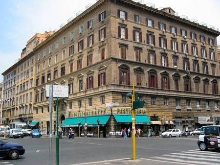 ローマ・テルミニ駅近くの交差点