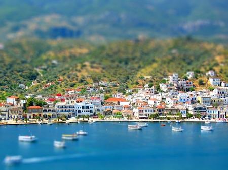 ギリシャ_ポロス島から見るガラタスの町(ジオラマ風)