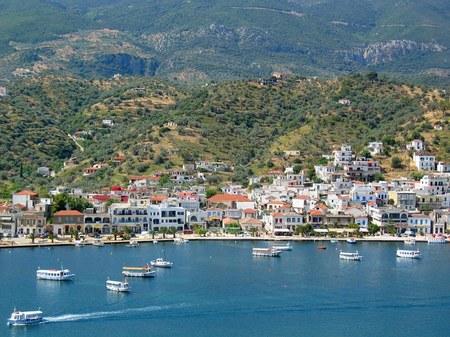 ギリシャ_ポロス島から見るガラタスの町