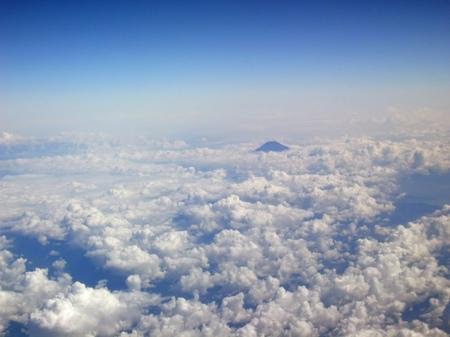 雲海に富士の頂