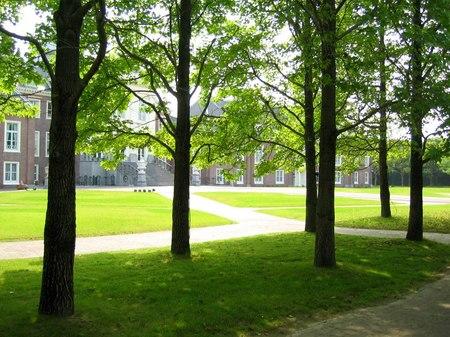 初夏のパレスハウステンボス前庭