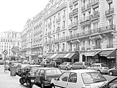 パリ12区の街角(鉛筆画風)