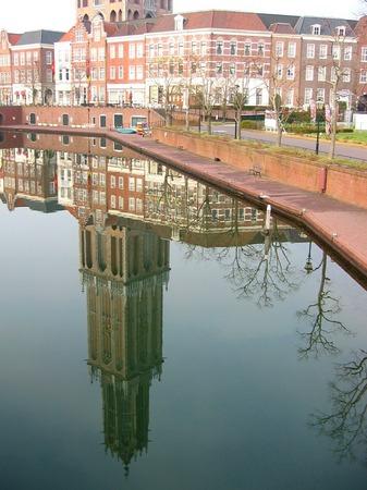 ハウステンボス_朝の運河に映るドムトールン