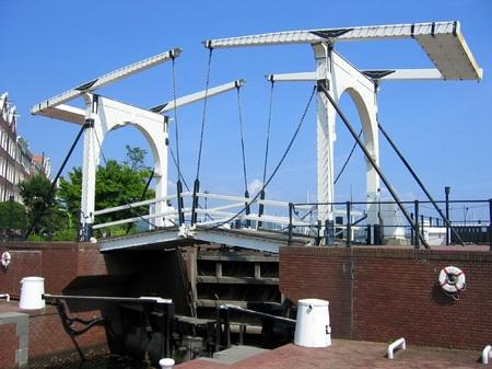 ハウステンボスのスワン橋