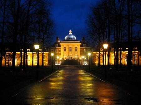 「光の街」ハウステンボス_光の宮殿(前庭側)