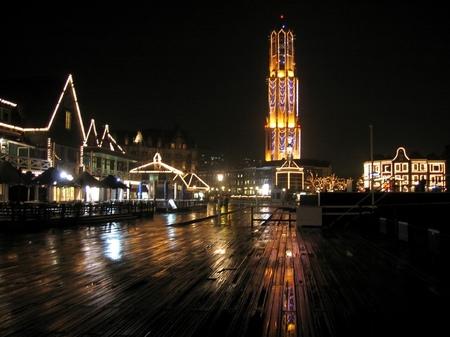 「光の街」ハウステンボス_雨の日の夜景