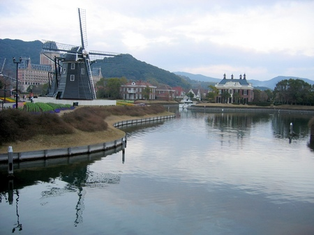 ハウステンボス_夕刻の運河と風車の風景