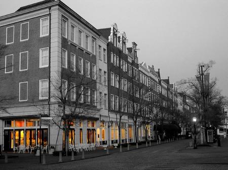 ハウステンボス_早朝のホテルアムステルダム(モノクロ)