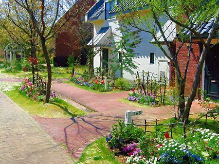 ハウステンボス_コテージの前に咲く花々(油絵風)