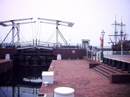 ハウステンボス_スワン橋と西水門(トイカメラ風)