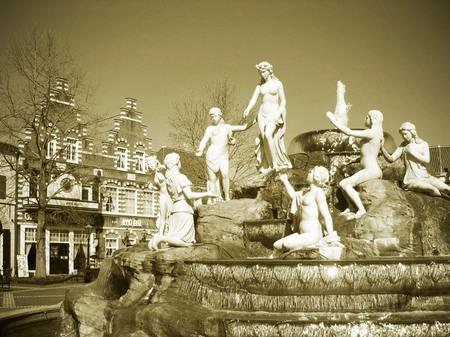 ハウステンボス_冬晴れのマウリッツ広場(セピア調)