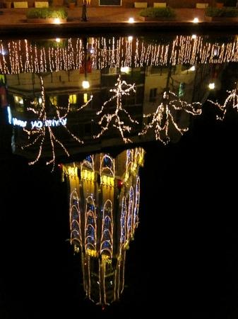 ハウステンボス_運河に映る「光の塔」ドムトールン