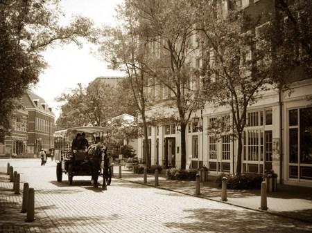 ハウステンボス_ホテルアムステルダム前のレンブラント通り(セピア調)