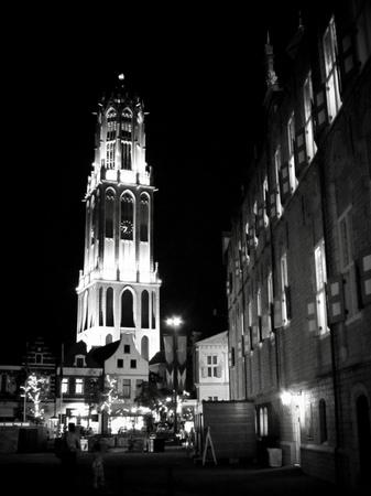 ハウステンボス_モノクロームな夜の街