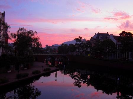 ハウステンボス_運河に映る朝焼け