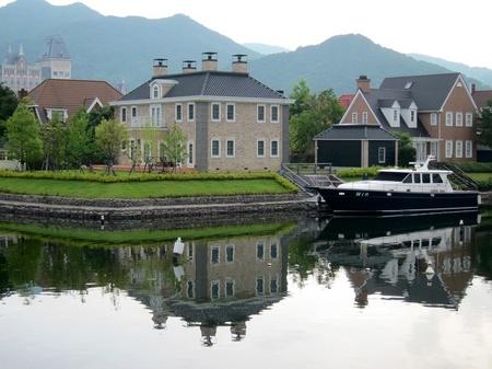 ハウステンボス_朝の運河に映るワッセナーの家々