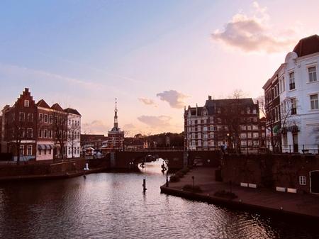 ハウステンボス_夕暮れどきの運河と街並み