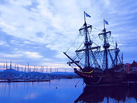 ハウステンボス_早朝のマリーナと帆船デ・リーフデ(水彩画風)