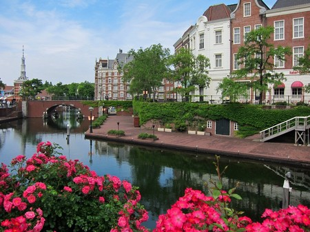 ハウステンボス_バラと運河の風景